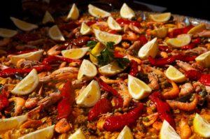 Tradizionale paella spagnola per la festa a tema Spagna al Lago delle Rose