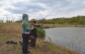 lezioni di pesca per bambini e ragazzi al lago delle rose